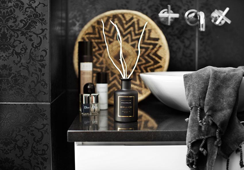 Apelsinblom sprider sig i vårt badrum & tips på hur man använder doftstickor bäst.