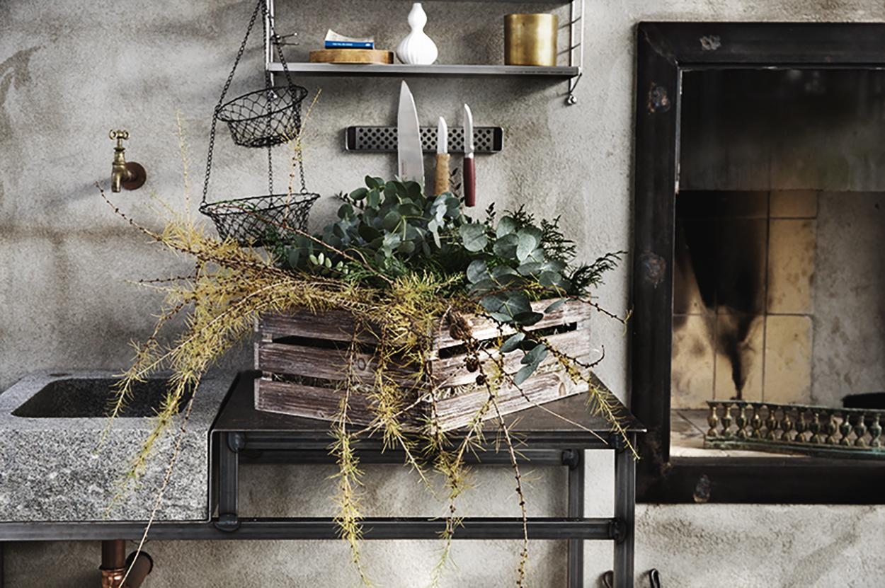 In the making …  dörrkrans med stomme av lärkträd