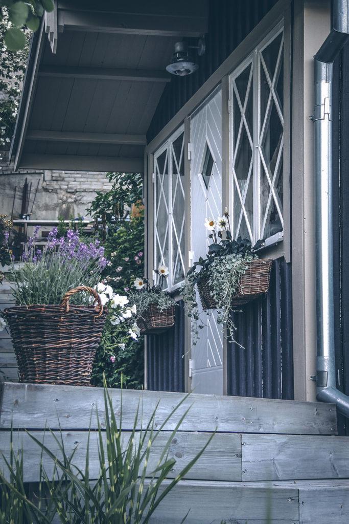 DIY-fästen fönsterlåda